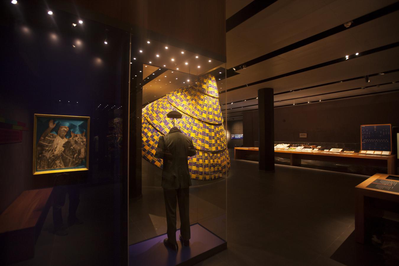 RAA_ OOPLOOPL_42_museum_exhibit_1